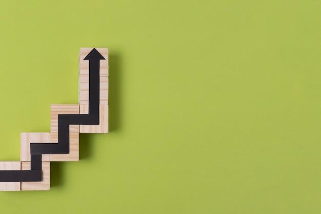 Snake game pijl met houten omtrek en kopie ruimte