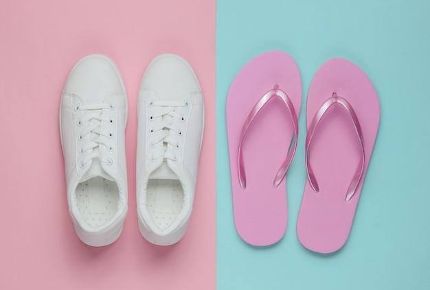 Sneakers en slippers op gekleurd papier