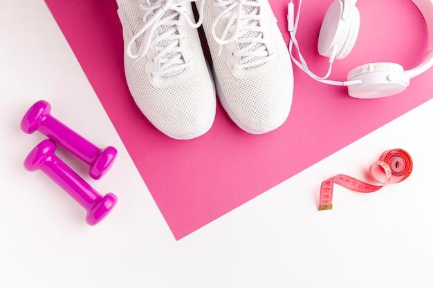 Sneakers gewichten meter en koptelefoon