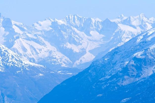 Sneeuw bergketen landschap