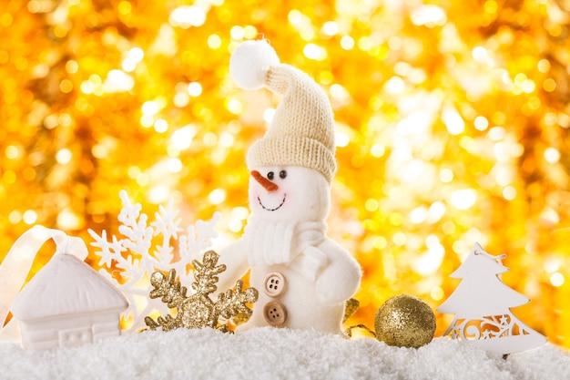 Sneeuw en bokeh - kerstachtergrond voor ontwerp
