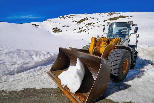 Sneeuwruimgraafmachine in aran valley