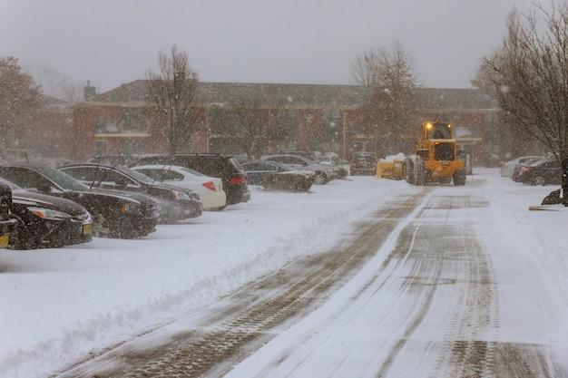 Sneeuwruimingsvoertuig dat sneeuw verwijdert