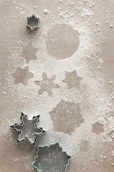 Sneeuwvlok koekjes schaduw met poedersuiker