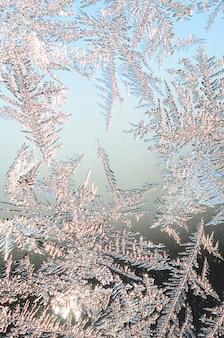 Sneeuwvlokkenvorst op vensterglas