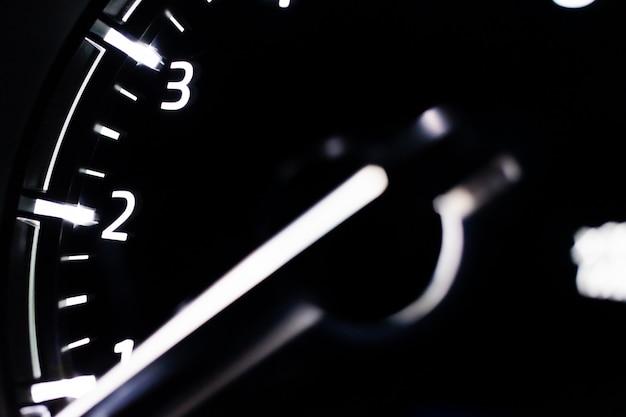 Snelheidsmeter close-up auto