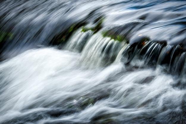 Snelstromende east lyn river