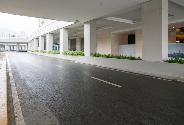 Snelweg en moderne architectuur