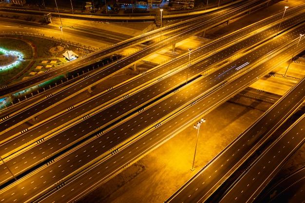 Snelweg- en ringwegverbindingen voor transport en logistiek 's nachts