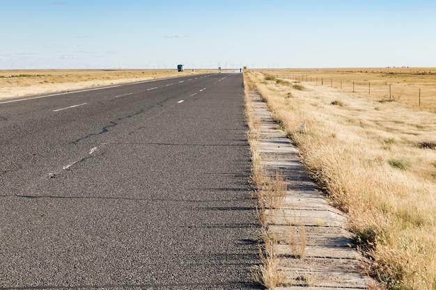 Snelweg in de gobi-woestijn