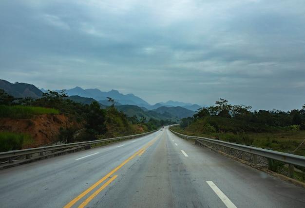 Snelweg in het noorden van vietnam