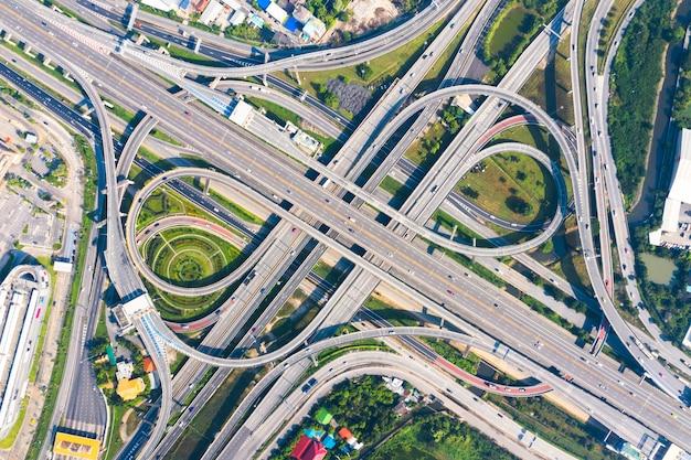 Snelweg kruispunt van luchtfoto