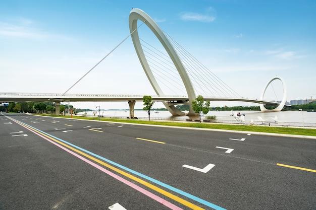 Snelwegen en bruggen