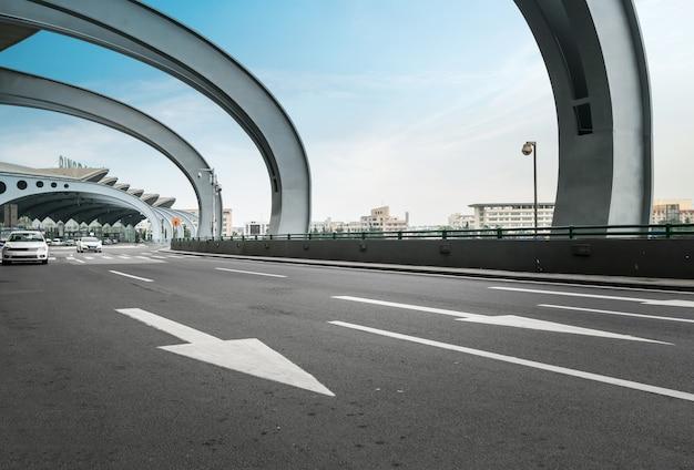 Snelwegen en terminalgebouwen