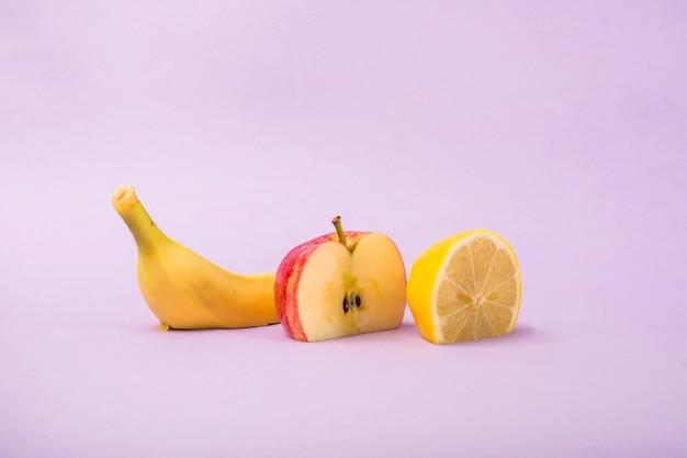 Snijd appel, banaan en sinaasappel