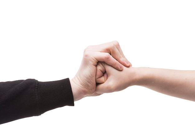 Snijd de hand bij het stoppen van de vuist