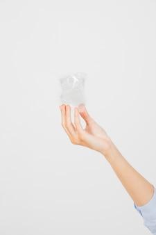 Snijd de hand met kleine cu