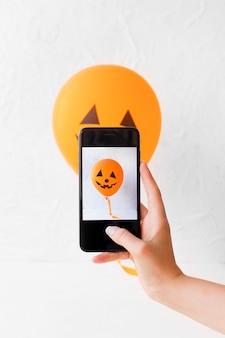 Snijd de hand op met een foto van de hefboom-o-lantaarnballon