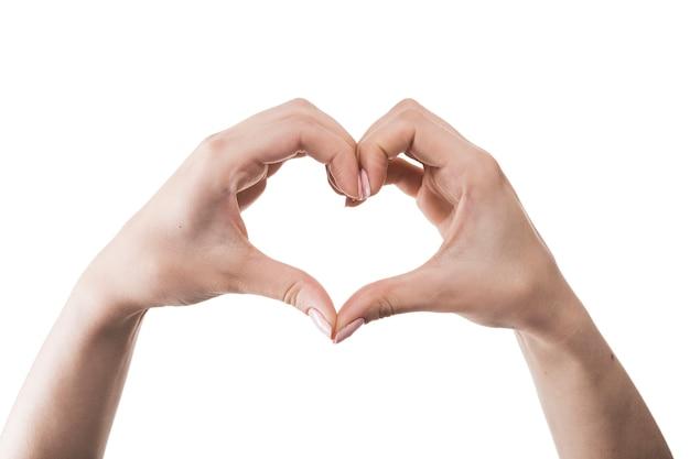 Snijd de handen toont het hart gebaar