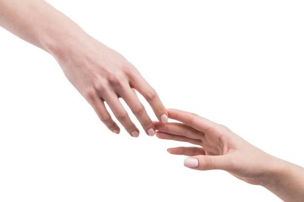 Snijd hand die elkaar bereikt