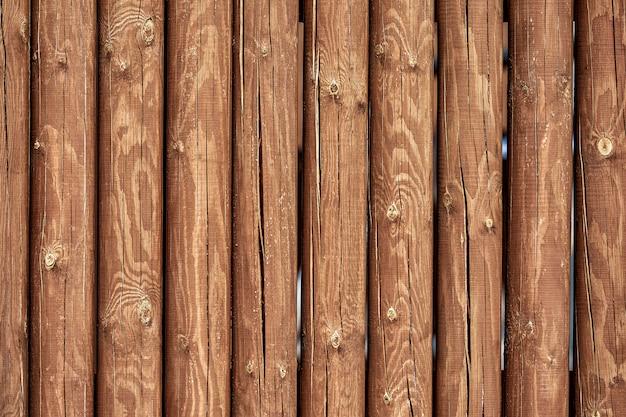 Snijd houten stammen