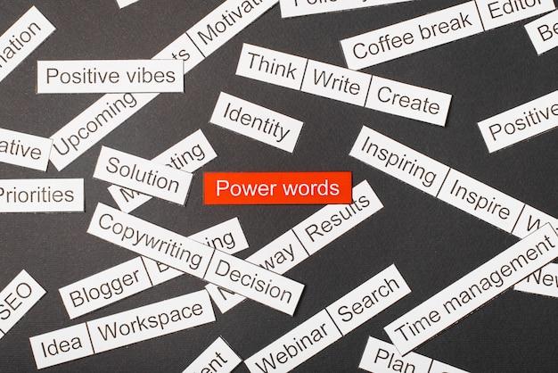 Snijd papier inscriptie power woorden op een rode achtergrond, omringd door andere inscripties op een donkere achtergrond. word cloud concept.