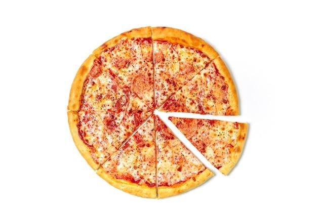 Snijd pizza in stukjes