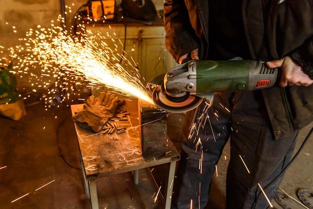 Snijden metalen slijpmachine
