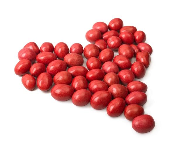 Snoep bedekt met rode glazuur en bekleed met een hartvorm