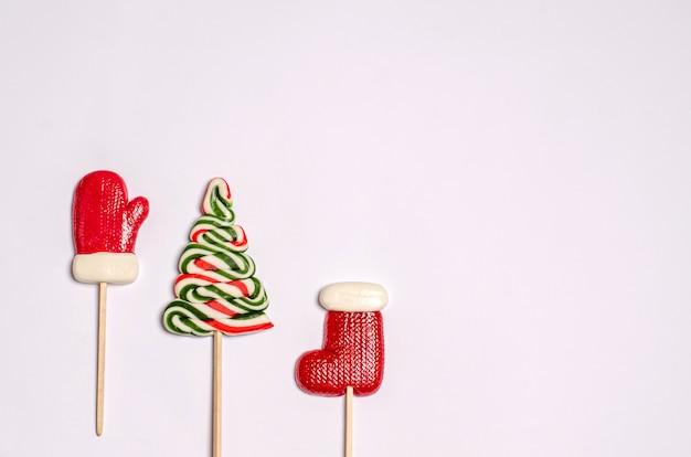 Snoepjes in de vorm van een want, een laars en een kerstboom