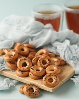 Snoepjes voor thee bagels, crackers, koekjes en pretzels