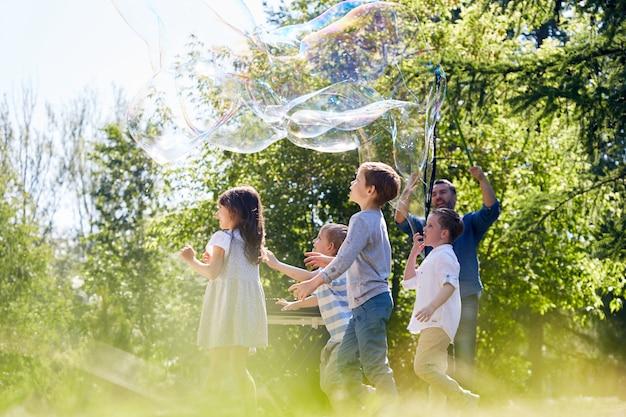 Soap bubble show op volle snelheid