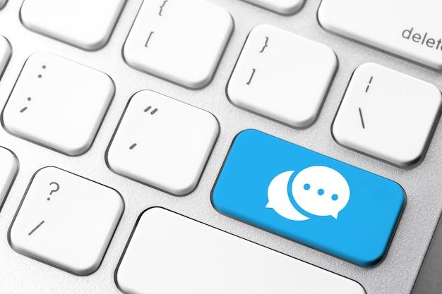 Sociaal media pictogram op computertoetsenbord