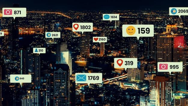 Social media-iconen vliegen over het centrum van de stad en tonen de betrokkenheid van mensen