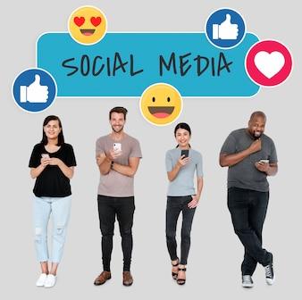 Social media verslaafden die hun telefoons gebruiken