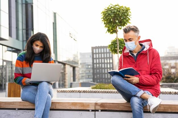 Sociale afstand concept buiten