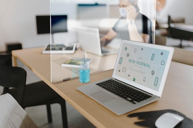 Sociale afstandsbarrière op tafel