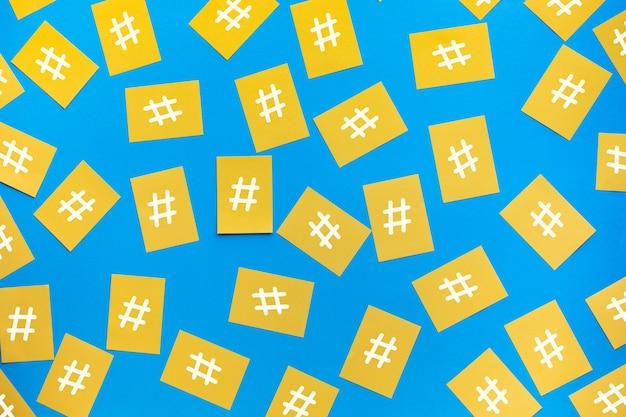 Sociale media en creativiteitsconcepten met hashtag-teken op briefpapier. digitale marketingafbeeldingen. gesprekskracht.