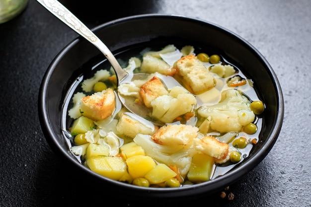 Soep groente voorgerecht maaltijd bouillon, aardappel, bloemkool, pasta geen vlees