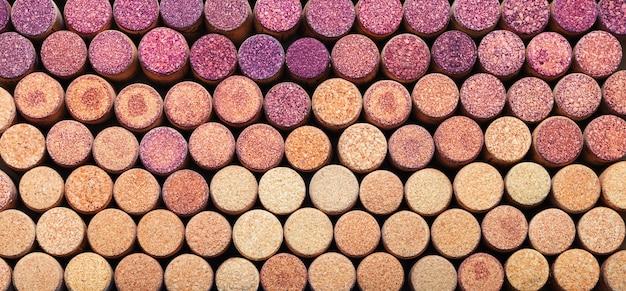 Soepele kleurovergang op de samenstelling van kurken van rode en witte wijn