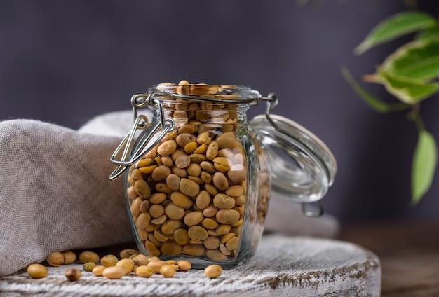 Sojaboon in glazen pot
