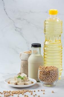 Sojamelk, soja-voedsel en drankproducten voedselvoeding concept.