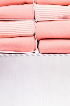 Sokken organiser met perzikkleurige sokken
