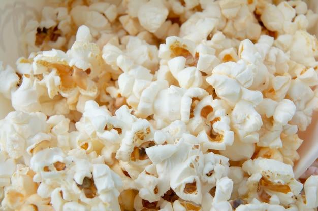 Solt of zoete popcornclose-up.