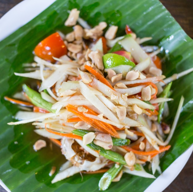 Som tam thai - thaise groene papajasalade met pinda's.