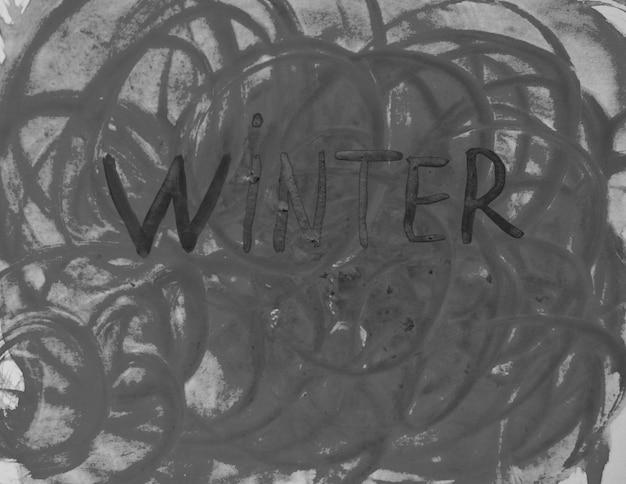 Sombere abstracte aquarel illustratie met de inscriptie winter, zwart-wit.