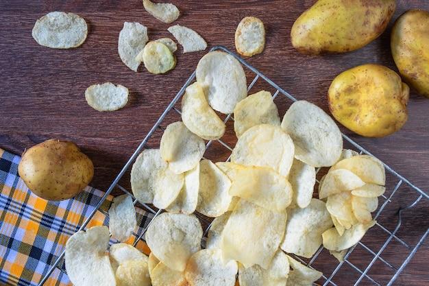 Sommige verse gefrituurde chips