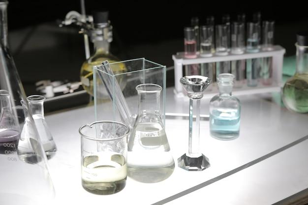 Sommige wetenschappelijke apparatuur in het laboratorium