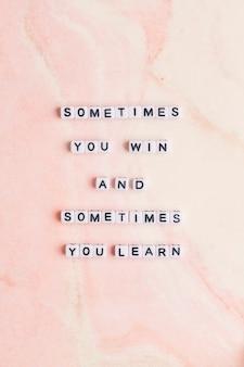 Soms win je en soms leer je, quote met kralen