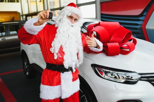 Sonata klaus schenkt een nieuwe auto